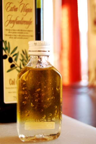 Castor oil for the oil cleansing method
